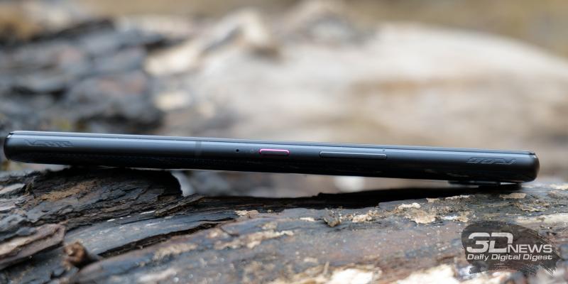 ASUS ROG Phone 5, правая грань: механические клавиши включения и регулировки громкости, сенсорная клавиша AirTrigger 5, микрофон