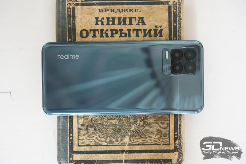 realme 8 Pro, задняя панель: в левом верхнем углу — основная камера, состоящая из четырех модулей, и одинарная светодиодная вспышка
